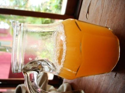 Jarra de Suco de Limão Rosa
