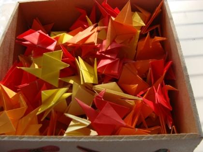 Caixa com Decoupage e Tsurus de origami coloridos