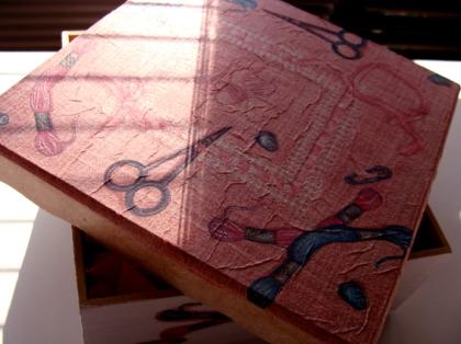 Caixa com Tecninca de Decoupage usando guardanapo de papel