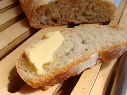 Fatia de Pão com Tomilho e Raspa de Manteiga