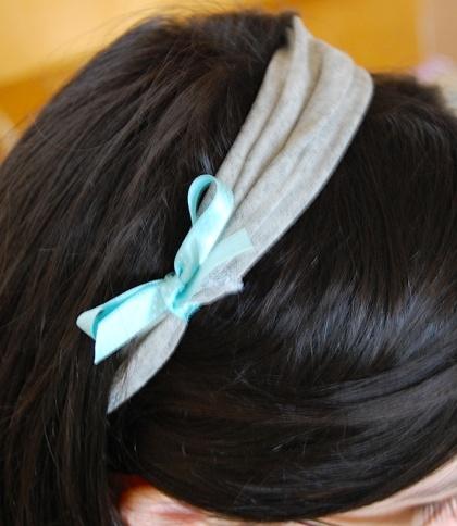 Faixa de cabelo com bainha de calça e laço de fita